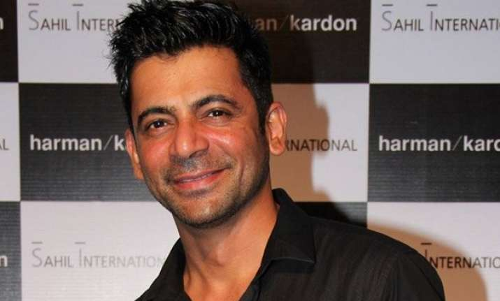 sunil grover gets injured on the sets of deal or no deal