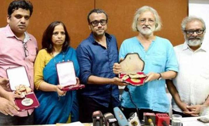 bollywood celebs slam award wapsi move by filmmakers