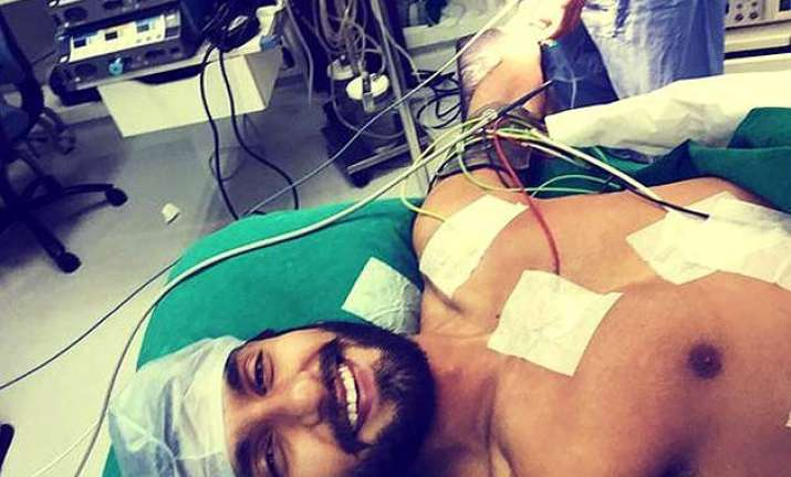 ranveer singh live tweets his surgery with a selfie from