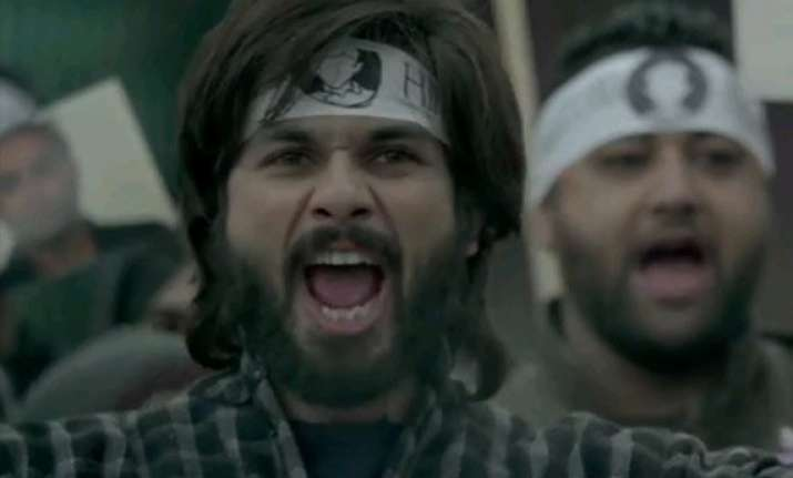 haider aao na song review shahid s rancorous act and