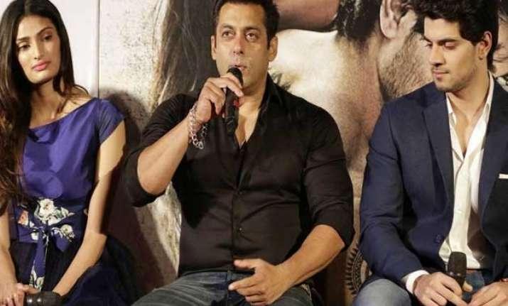 salman says no to lip lock between sooraj and athiya