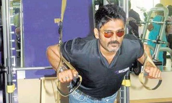 suneil shetty launches gym in pune
