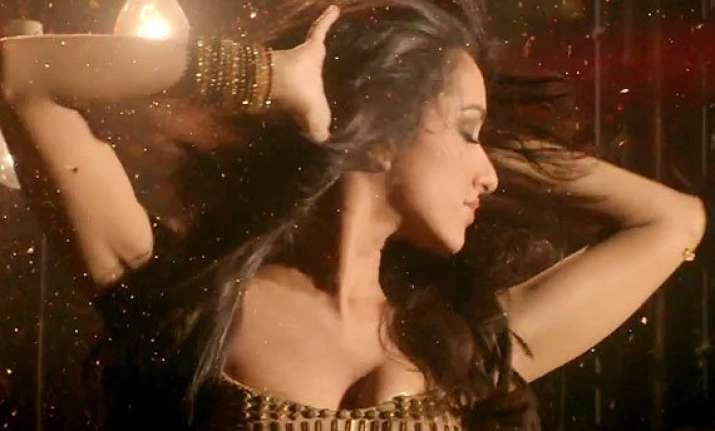 shraddha kapoor shows kinky and funky moves in ungli s item