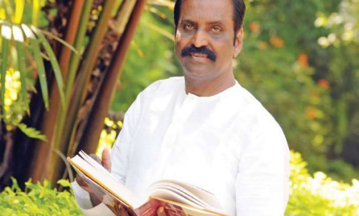 mani ratnam always makes successful love stories vairamuthu
