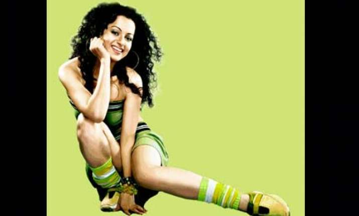 kangna fractures foot in bike accident near jalandhar