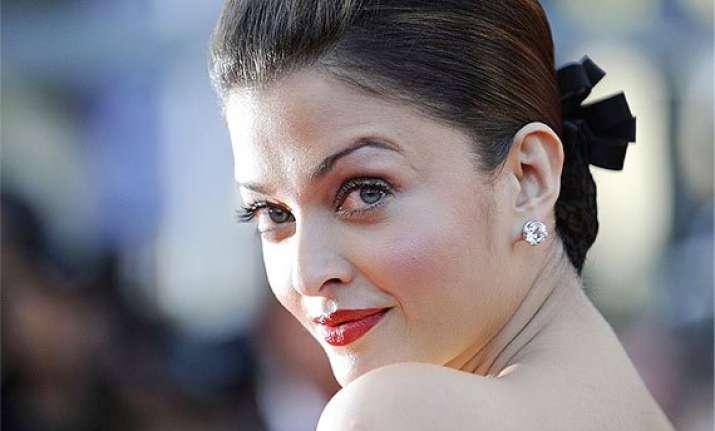 aishwarya rai prepares for diwali party at home skips happy
