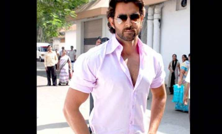 a nervous hrithik debuts as singer in kites