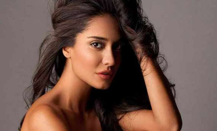 lisa haydon suffering from dengue