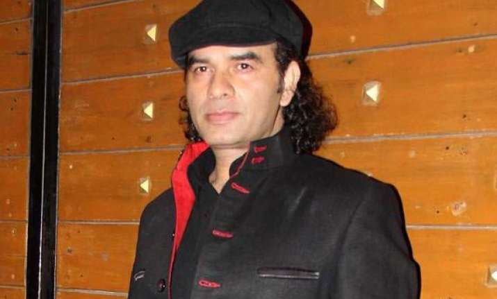 mohit chauhan gives tribute to buddies with aisee waisi..