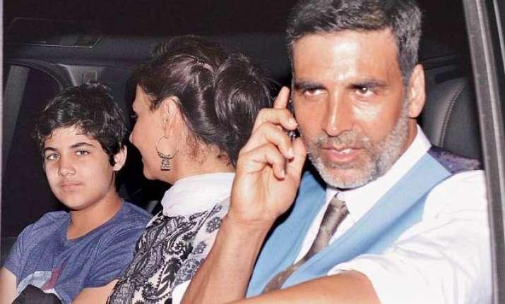 fine with aarav watching me romance on screen akshay kumar