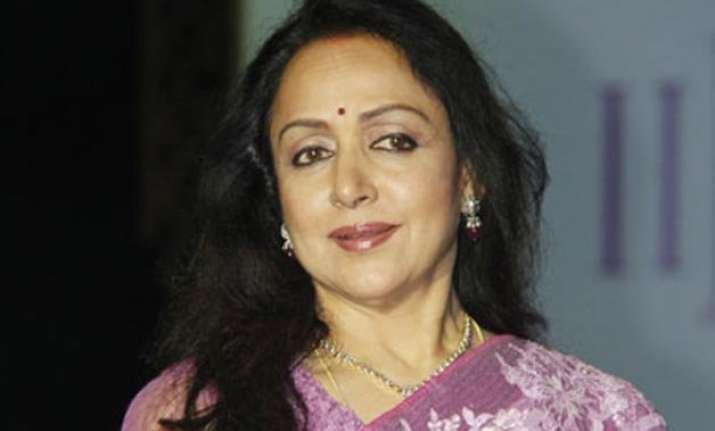 hema malini fine now discharged from hospital