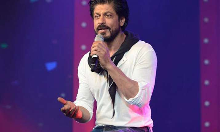 shocking when shah rukh khan offered money to get the