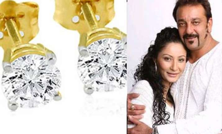 sanjay gifts maanyata the biggest solitaire earrings