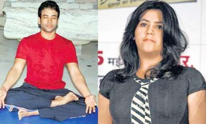 tusshar ekta go in for power yoga