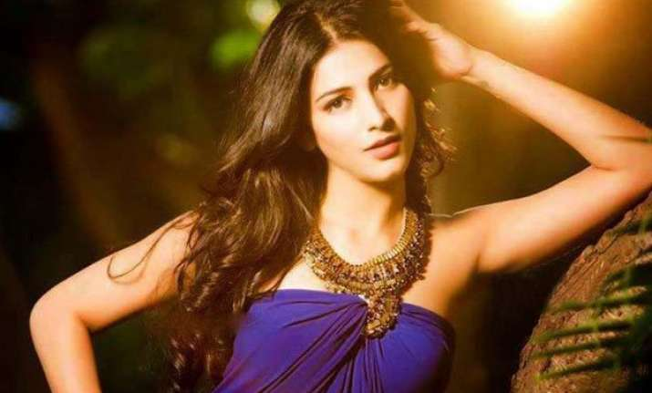 shruti haasan turned the hulk for dubsmash