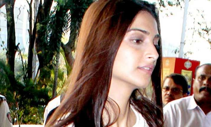 sonam kapoor s first appearance after recovering from swine
