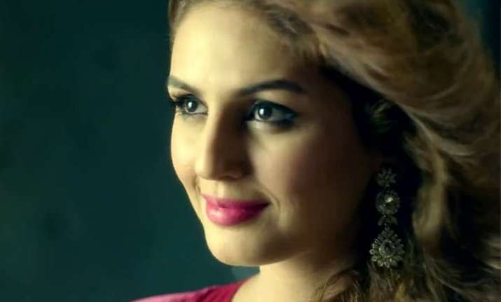 huma qureshi is different and dark in badlalpur