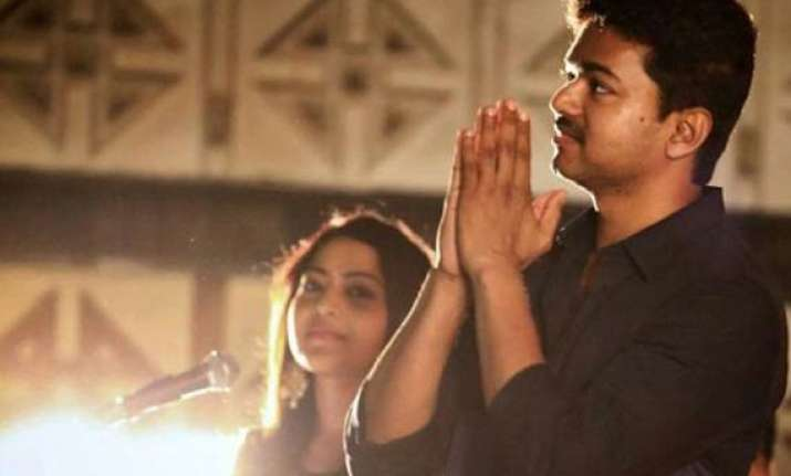 vijay assures release of kaththi on wednesday
