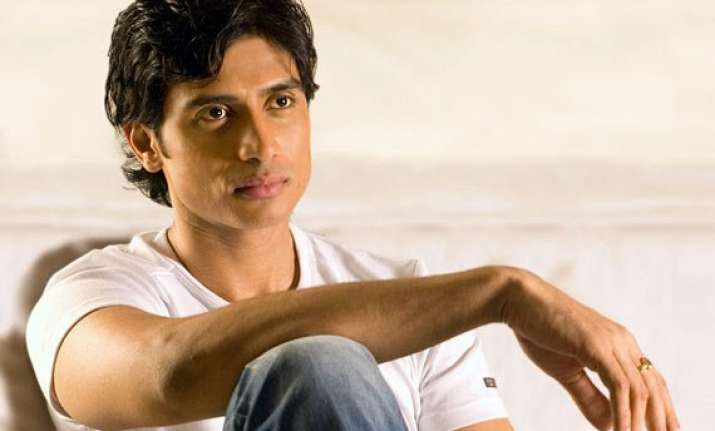 shiv pandit to act in saurabh varma s meet the patels