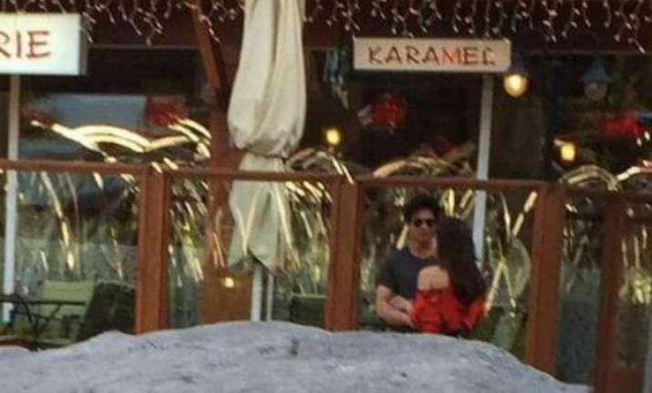 shah rukh khan spotted romancing kajol in bulgaria for