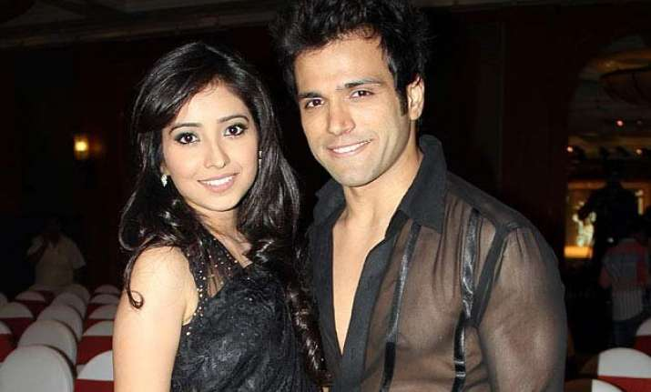 khatron ke khiladi asha negi gets a surprise from beau