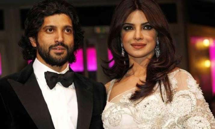 farhan akhtar congratulates priyanka chopra for baywatch