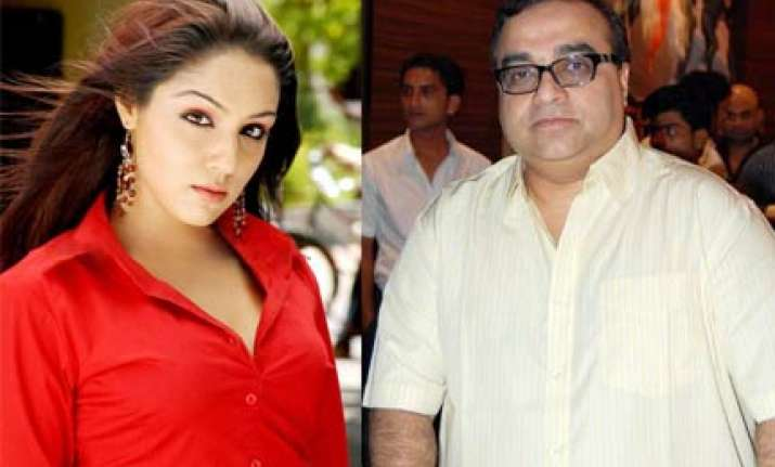 santoshi signs lekha for three film deal