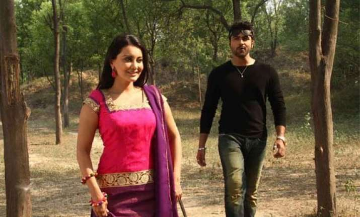 aarya babbar apologises to minissha lamba on big boss 8