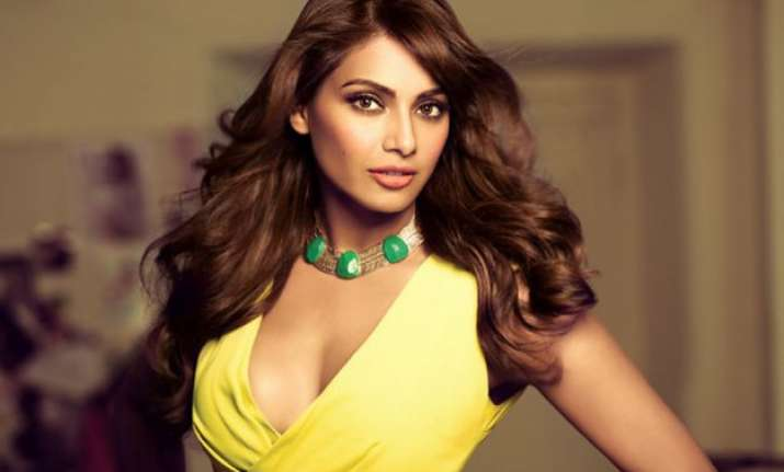 happy birthday bipasha celebs wish nicest and nuttiest lady
