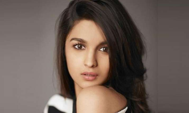 alia bhatt ecstatic with 7 million twitter followers