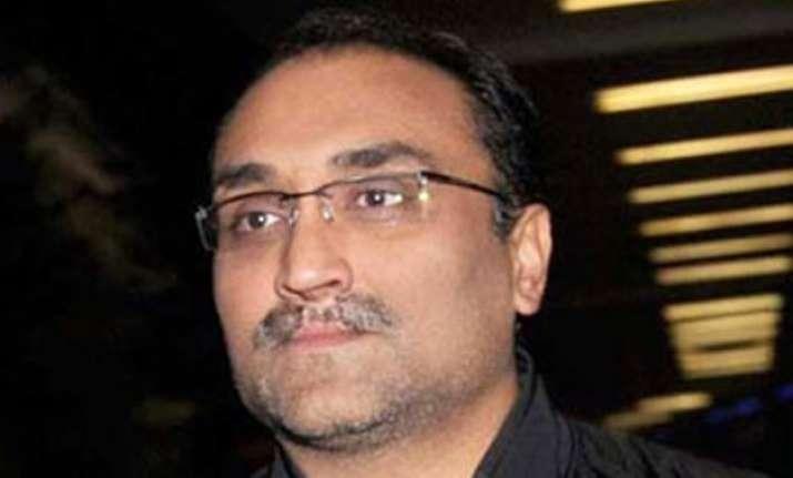aditya chopra begins prepping for befikre in paris