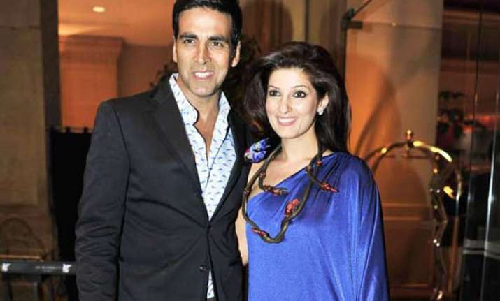 twinkle gets blank look as anniversary gift from akshay