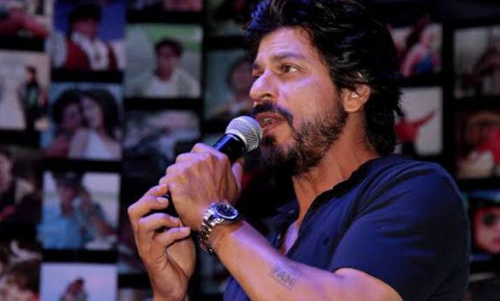 shocking shah rukh khan was slapped by a lady in mumbai