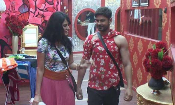 bigg boss 9 contestants get their first jhatka vikas keith