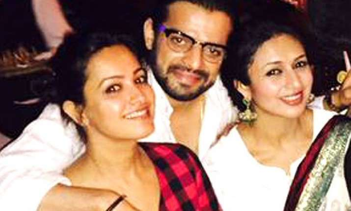 karan patel caught embracing two ladies and none of them is