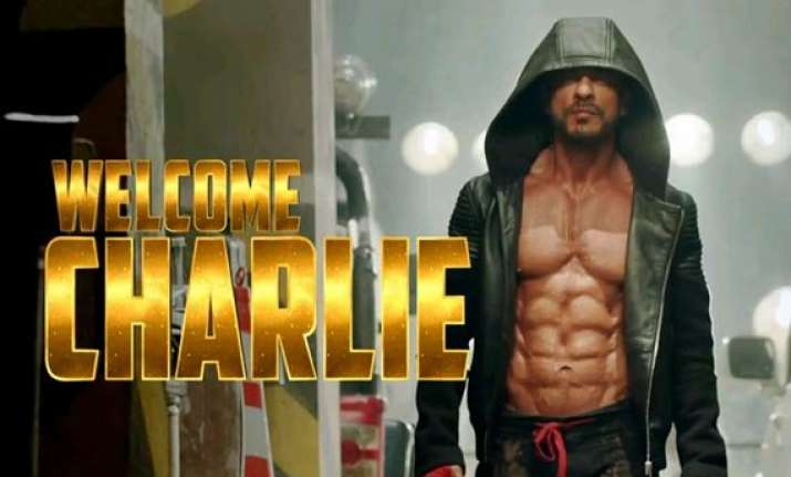 watch shah rukh khan wrestle in happy new year dialogue