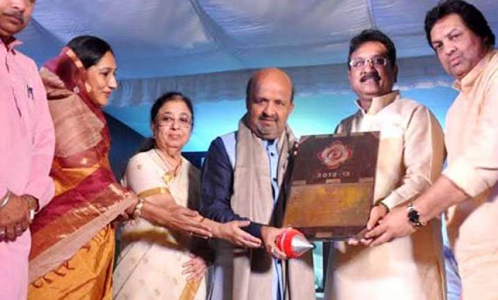 bollywood lyricist sameer awarded kishore kumar samman