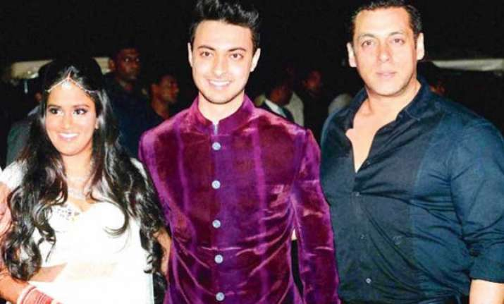 salman khan to perform dance number in arpita s husband