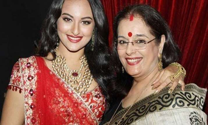 sonakshi sinha s mother surprises her on indian idol junior