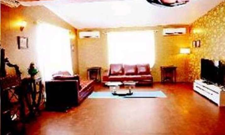 big b gets a chalet for kbc4 salman has four kennels for