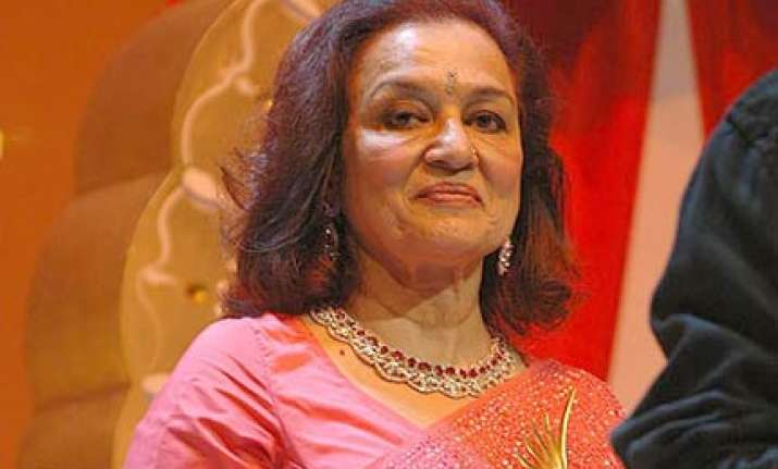 asha parekh booked for forgery in labour dispute case