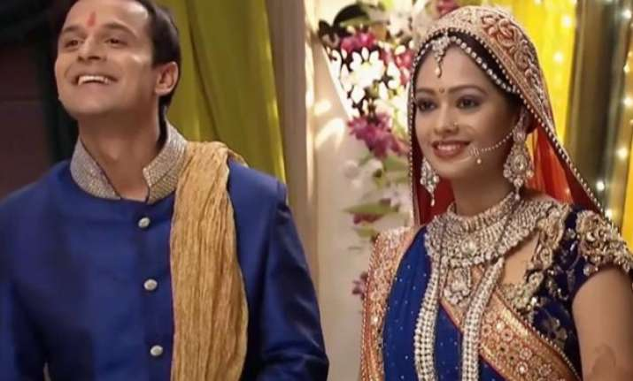 satrangi sasural brawl erupts at girish jahanvi s marriage
