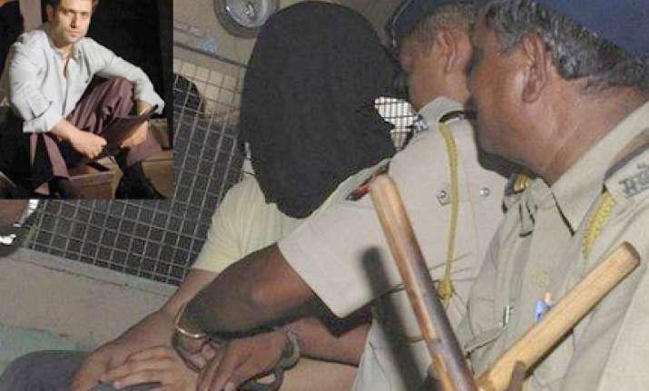 shiney ahuja collapses in mumbai court