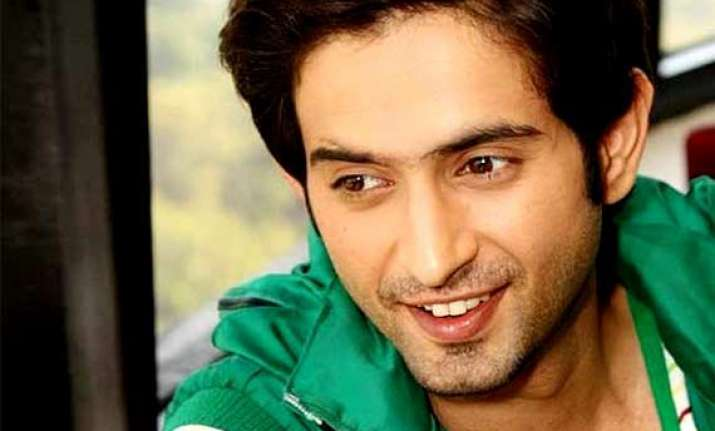 actor mudit nayar to romance shruti kanwar in yeh hai