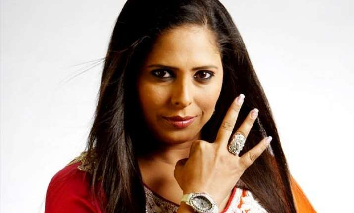 celebrity choreographer geeta kapoor knock downs a man
