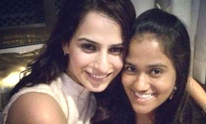 arpita khan motivates friend kashmira irani of amber dhara