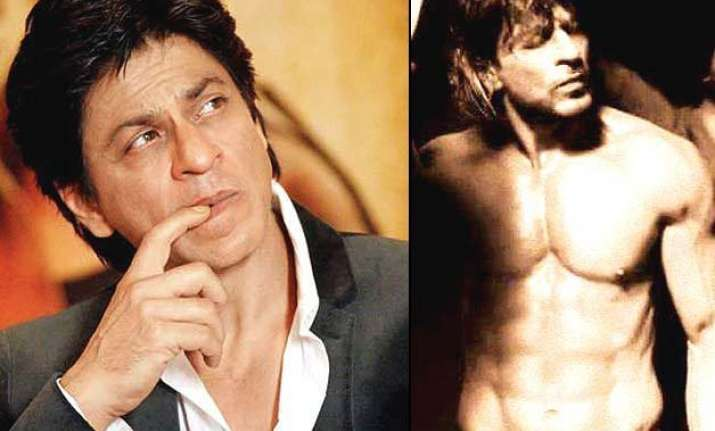 shah rukh khan looks oh so hot here