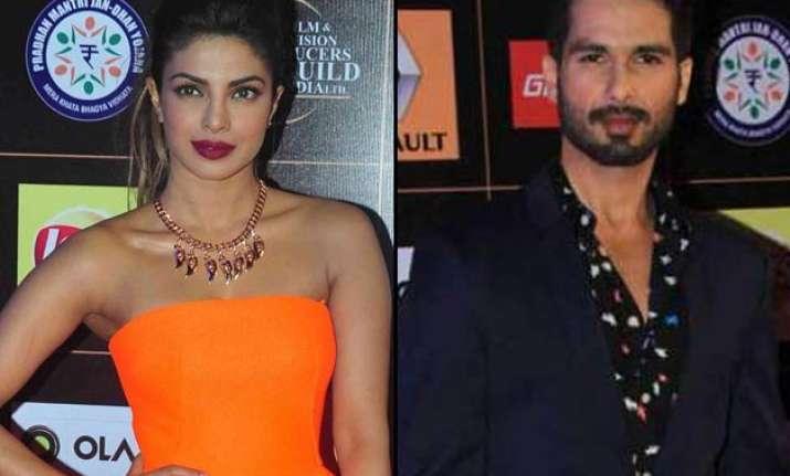 priyanka chopra kissed her ex flame shahid kapoor at star