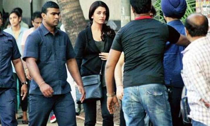 despite being unwell aishwarya continues shooting for jazbaa