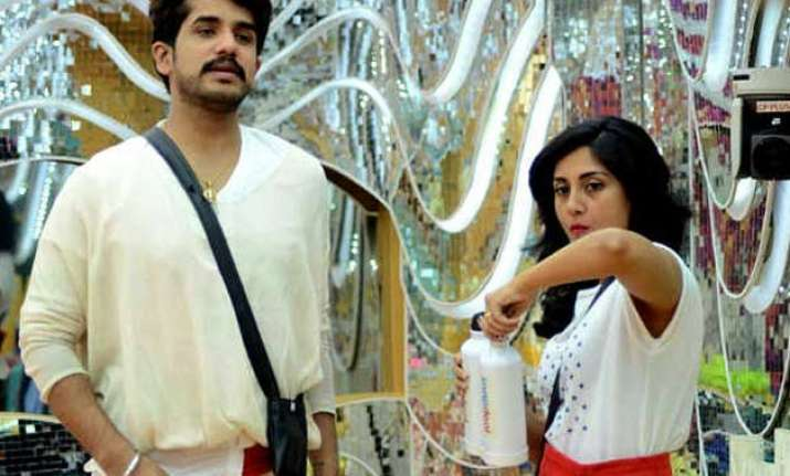 bigg boss 9 rimmi sen fights with partner suyyash rai